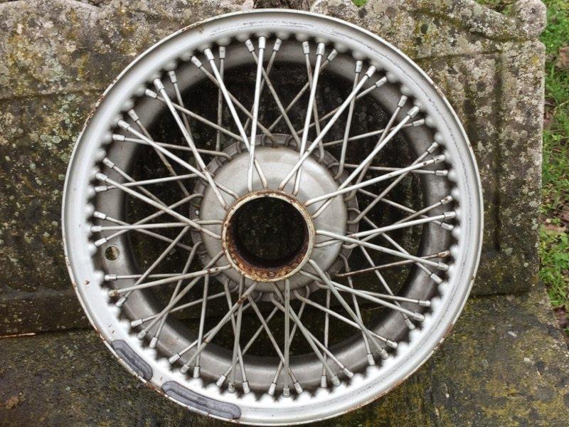 4 roues rayon peintes pour jaguar xk 120 ou 140. Black Bedroom Furniture Sets. Home Design Ideas